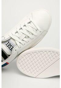 Białe sneakersy Diesel z cholewką, z okrągłym noskiem, na sznurówki