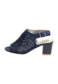 Niebieskie sandały Jezzi klasyczne, na słupku