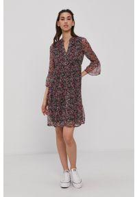 Vero Moda - Sukienka. Okazja: na co dzień. Kolor: różowy. Materiał: tkanina, poliester. Typ sukienki: proste. Styl: casual