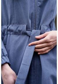 Marie Zélie - Parka Linda bawełna z elastanem szarobłękitna. Kolor: niebieski. Materiał: elastan, bawełna. Długość: długie. Sezon: lato