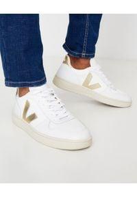 Veja - VEJA - Białe sneakersy V-10. Kolor: biały. Materiał: guma, materiał, tkanina. Szerokość cholewki: normalna. Wzór: aplikacja