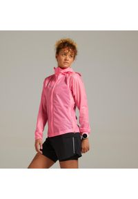 KIPRUN - Kurtka do biegania przeciwdeszczowa damska Kiprun Light. Kolor: różowy. Materiał: poliamid, materiał. Długość: długie. Sport: fitness