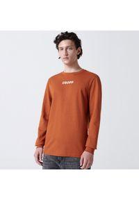 Cropp - Koszulka longsleeve z nadrukiem - Brązowy. Kolor: brązowy. Długość rękawa: długi rękaw. Wzór: nadruk