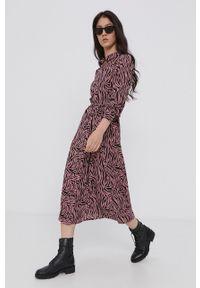 Jacqueline de Yong - Sukienka. Kolor: różowy. Materiał: tkanina. Typ sukienki: rozkloszowane