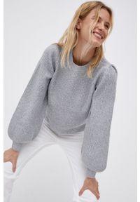 Noisy may - Noisy May - Sweter. Kolor: szary. Materiał: dzianina. Długość rękawa: długi rękaw. Długość: długie