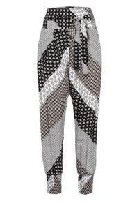 Spodnie haremki wzorzyste bonprix ciemnoniebieski. Kolor: czarny. Wzór: aplikacja, nadruk