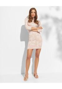 Elisabetta Franchi - ELISABETTA FRANCHI - Beżowa sukienka z golfem. Typ kołnierza: golf. Kolor: beżowy. Materiał: dzianina. Typ sukienki: dopasowane. Długość: mini