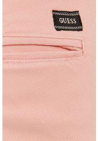 Guess - Szorty. Okazja: na co dzień. Kolor: różowy. Materiał: tkanina. Wzór: gładki. Styl: casual