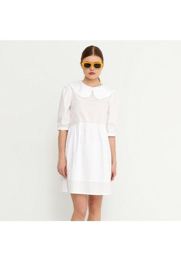 House - Bawełniana sukienka z ozdobnym kołnierzem - Biały. Kolor: biały. Materiał: bawełna