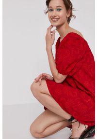 Czerwona sukienka medicine na co dzień, mini, z dekoltem typu hiszpanka