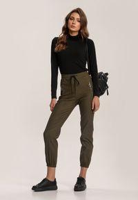 Renee - Ciemnozielone Spodnie Joggery Usinola. Kolor: zielony. Długość: długie. Wzór: gładki