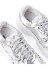 PREMIUM BASICS - Srebrne sneakersy z wegańskiej skóry SILVER MOON. Nosek buta: okrągły. Kolor: srebrny. Materiał: tkanina, materiał. Szerokość cholewki: normalna. Wzór: aplikacja. Sezon: wiosna, lato