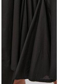 Answear Lab - Sukienka. Kolor: czarny. Materiał: tkanina, materiał. Długość rękawa: długi rękaw. Wzór: gładki. Typ sukienki: rozkloszowane. Styl: wakacyjny