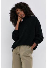 Samsoe & Samsoe - Samsoe Samsoe - Sweter wełniany. Typ kołnierza: golf. Kolor: czarny. Materiał: wełna
