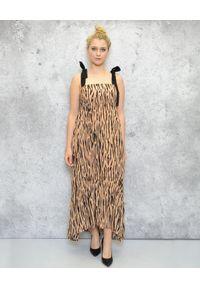 EMMA & GAIA - Długa sukienka w zwierzęcy print. Kolor: brązowy. Materiał: wiskoza. Wzór: motyw zwierzęcy, nadruk. Typ sukienki: sportowe. Styl: sportowy. Długość: maxi