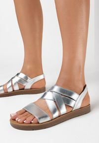 Born2be - Srebrne Sandały Aamerig. Nosek buta: okrągły. Zapięcie: bez zapięcia. Kolor: srebrny. Materiał: skóra ekologiczna. Styl: sportowy