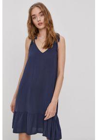 Roxy - Sukienka. Okazja: na co dzień. Kolor: niebieski. Materiał: tkanina. Długość rękawa: na ramiączkach. Wzór: gładki. Typ sukienki: proste. Styl: casual