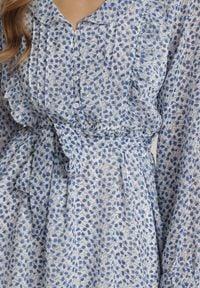 Renee - Biała Sukienka Myrithophis. Kolor: biały. Materiał: materiał. Długość rękawa: długi rękaw. Wzór: kwiaty, aplikacja, nadruk. Długość: mini