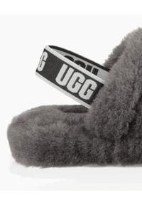 Ugg - UGG - Szare klapki Fluff Yeah Slide. Nosek buta: otwarty. Kolor: szary. Materiał: materiał