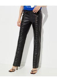 SAKS POTTS - Skórzane spodnie Christina. Stan: obniżony. Kolor: czarny. Materiał: skóra