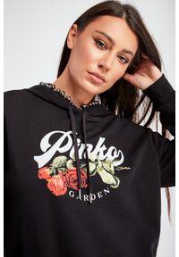 Pinko - BLUZA ACTORS 1 PINKO. Typ kołnierza: kaptur. Długość rękawa: długi rękaw. Długość: długie. Wzór: napisy, haft, kwiaty, aplikacja