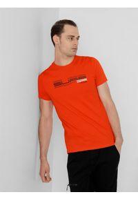 4f - T-shirt basic regular z nadrukiem męski. Kolor: pomarańczowy. Materiał: dzianina, bawełna. Wzór: nadruk