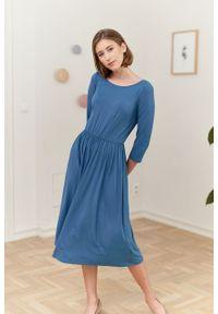 Marie Zélie - Sukienka Emelina szaroniebieska. Kolor: niebieski. Materiał: wiskoza, dzianina, materiał, elastan, guma. Styl: klasyczny. Długość: midi