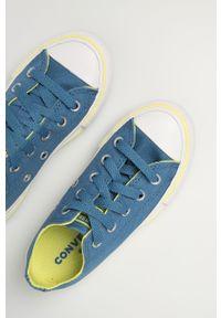 Niebieskie trampki Converse z okrągłym noskiem, z cholewką, na sznurówki