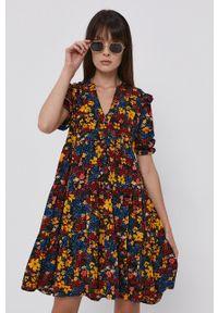 only - Only - Sukienka. Kolor: czarny. Materiał: tkanina. Typ sukienki: rozkloszowane