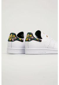 Białe buty sportowe adidas Originals na sznurówki, na średnim obcasie, z cholewką, na obcasie