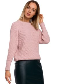 Różowy sweter MOE klasyczny, z klasycznym kołnierzykiem, w prążki