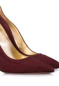 MARINO FABIANI - Bordowe szpilki. Kolor: czerwony. Materiał: zamsz. Obcas: na szpilce. Wysokość obcasa: średni