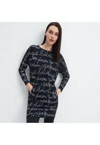 Mohito - Wzorzysta sukienka Eco Aware - Czarny. Kolor: czarny