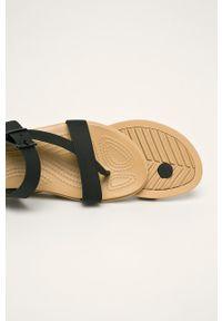 Czarne klapki Crocs bez obcasa