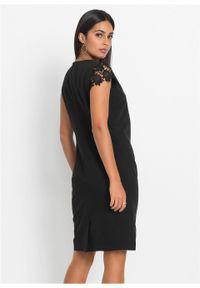 Sukienka bonprix czarny. Kolor: czarny. Długość rękawa: krótki rękaw. Typ sukienki: asymetryczne, dopasowane. Styl: elegancki