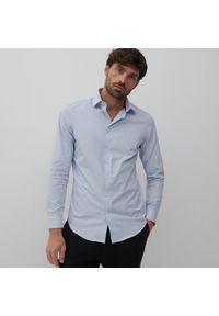 Reserved - Koszula slim fit w groszki - Niebieski. Kolor: niebieski. Wzór: grochy