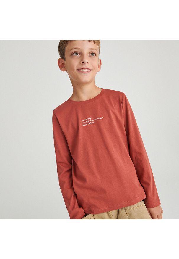 Reserved - Bawełniana koszulka z nadrukiem - Czerwony. Kolor: czerwony. Materiał: bawełna. Wzór: nadruk