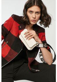 Czerwona kurtka DKNY na co dzień, bez kaptura, casualowa