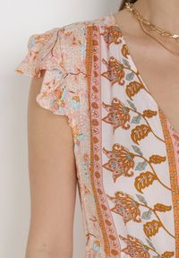 Born2be - Łososiowa Sukienka Vulco. Kolor: różowy