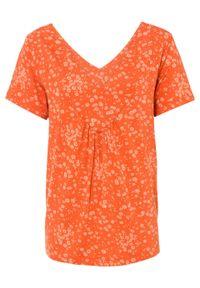 Shirt oversize bonprix matowy mandarynkowy w kwiaty. Kolor: pomarańczowy. Wzór: kwiaty