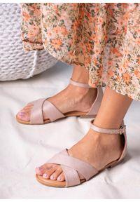 Casu - Beżowe sandały płaskie z zakrytą piętą i paskiem wokół kostki casu rt20x2/be. Zapięcie: pasek. Kolor: beżowy