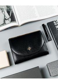 MILANO DESIGN - Portfel damski czarny Milano Design SF1839-SAF BLACK. Kolor: czarny. Materiał: skóra ekologiczna