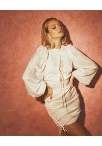 LOVE & ROSE - Biała jedwabna sukienka Georgia. Kolor: biały. Materiał: jedwab. Wzór: aplikacja. Długość: mini