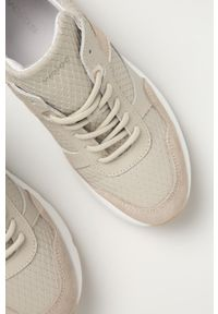 Beżowe sneakersy Wojas na sznurówki, na średnim obcasie, z okrągłym noskiem, z cholewką