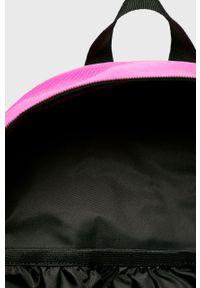 Różowy plecak New Balance z nadrukiem