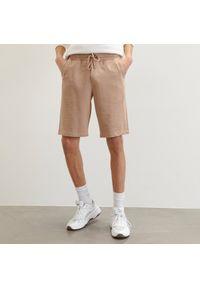 Reserved - Dresowe szorty basic - Beżowy. Kolor: beżowy. Materiał: dresówka