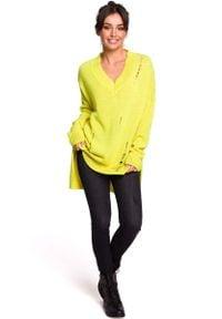 MOE - Żółty Oversizowy Sweter w serek z Efektem Damage. Typ kołnierza: dekolt w serek. Kolor: żółty. Materiał: wełna, akryl, poliamid