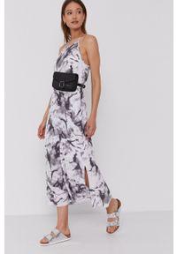 Calvin Klein Jeans - Sukienka. Okazja: na co dzień. Kolor: szary. Długość rękawa: na ramiączkach. Typ sukienki: proste. Styl: casual