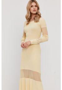 Patrizia Pepe - Sukienka. Kolor: żółty. Materiał: dzianina. Długość rękawa: długi rękaw. Wzór: gładki. Typ sukienki: rozkloszowane