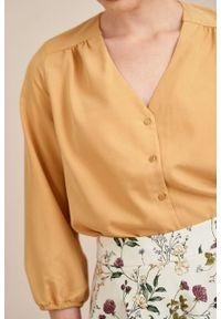 Marie Zélie - Bluzka Iona wiskoza miodowa. Typ kołnierza: dekolt w kształcie V. Kolor: pomarańczowy. Materiał: wiskoza. Styl: klasyczny